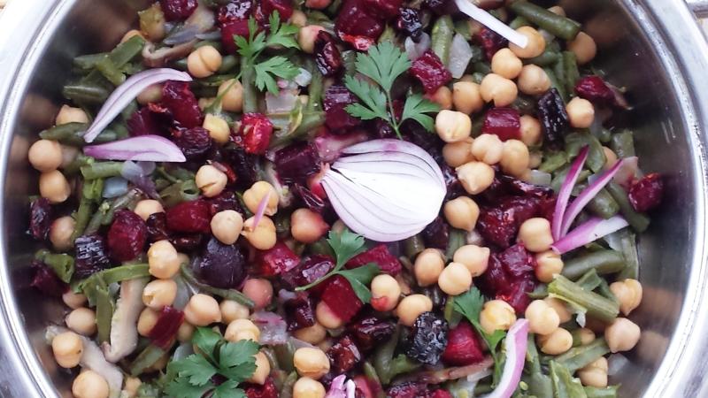 makrobiotikus sült céklás csicseriborsós saláta